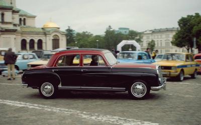 parad-na-retro-avtomobili-v-sofiya-2.jpg
